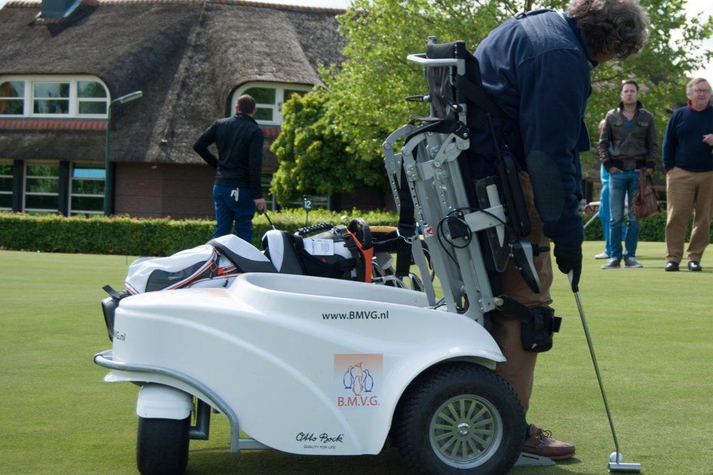 Rob Develing test de ParaGolfer® op golfcentrum De Batouwe
