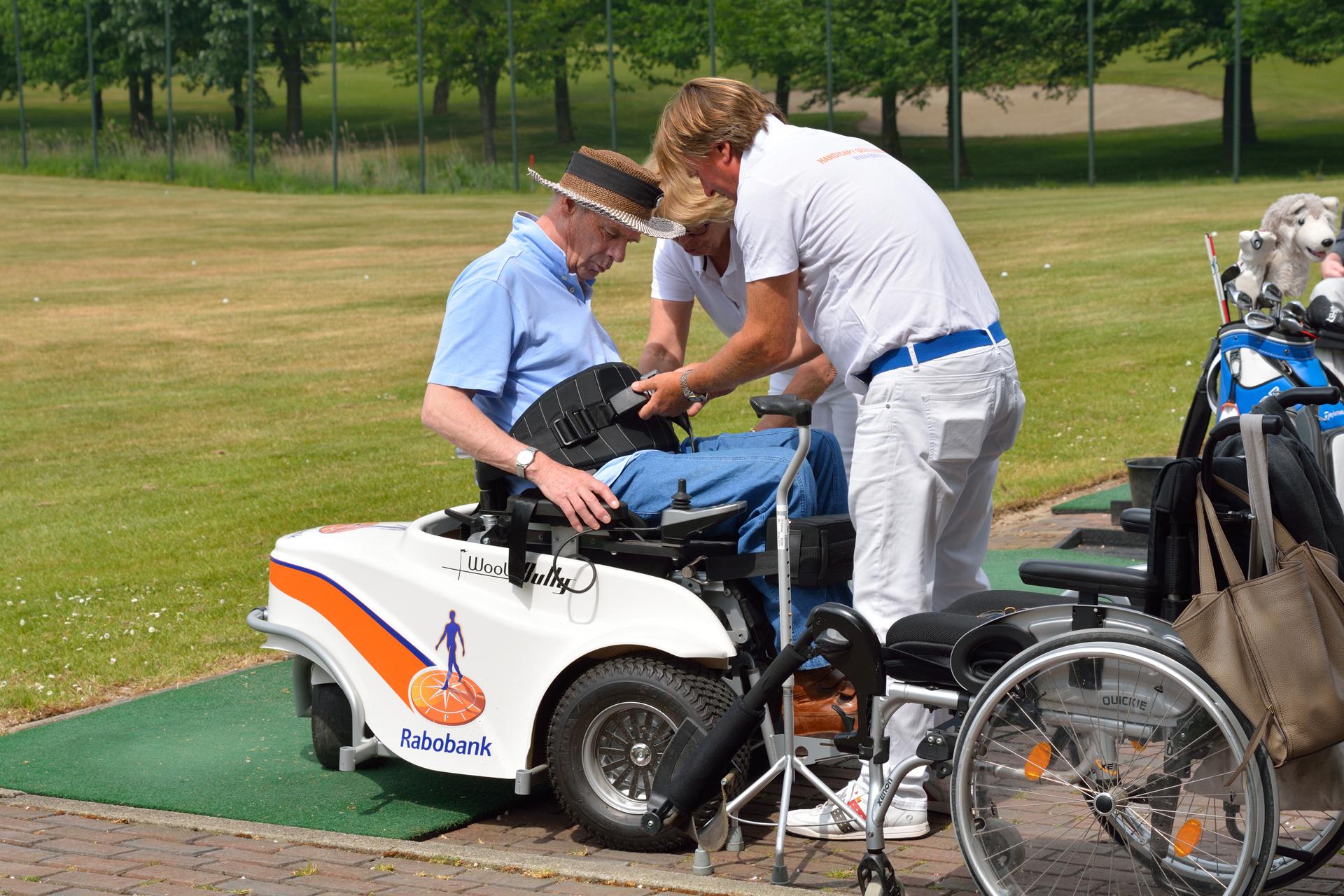Golfro Rob Siereveld geeft instructies